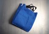 Stofftasche aus Schürzenstoff mit schwarzen Tragehenkeln | mikamale
